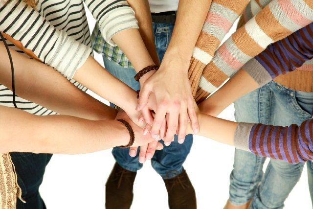 Приятелството - постоянна усмивка и протегната ръка - голяма снимка